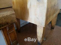 Antique Grand Butcher Block 30x30x35 Haut D'une Vieille Table 100yr Butcher Shop