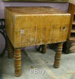 Antique Solide Butcher Block Table 24x30x35 Haute Heavy Vtg Viande De Cuisine En Bois