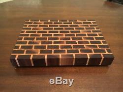 Planche À Découper À Grains De Bout En Brique D'érable Et Noyer Butblock Delta Wood Products