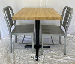 Restaurant Butcher Block Table Withbase 30x25x30h & Deux Chaises En Métal Argenté 33h