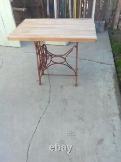 Table Antique De Bloc De Boucher De Machine À Coudre