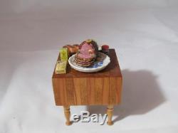 Tableau Miniature De Bloc De Boucher De Maison De Poupée Signé Par Artisan Avec Du Jambon Cuit, Couteaux